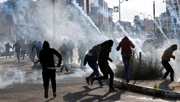 В столкновениях с израильтянами пострадали более 100 палестинцев