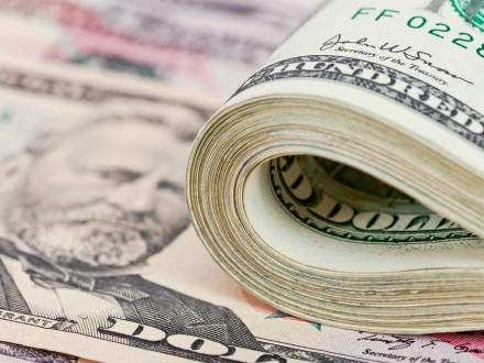 Межбанк открылся на уровне 25,75/25,78 грн за доллар