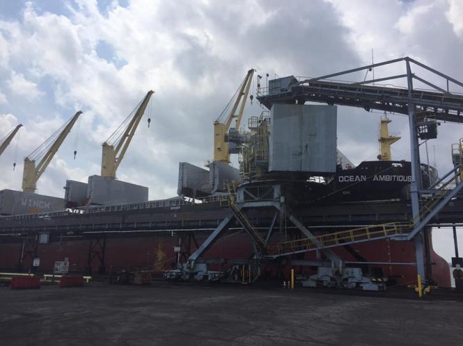 В Украину отправили первую партию угля с США