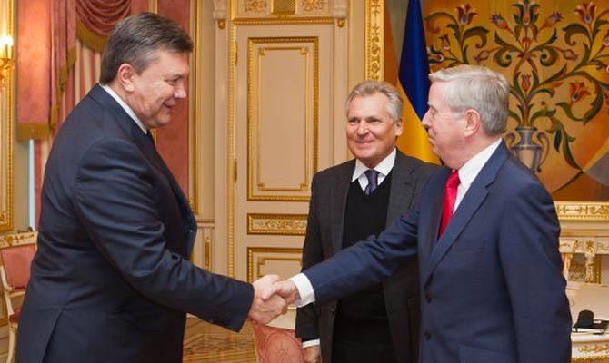 DW: Политики в Европе получили миллионы за лоббирование Януковича