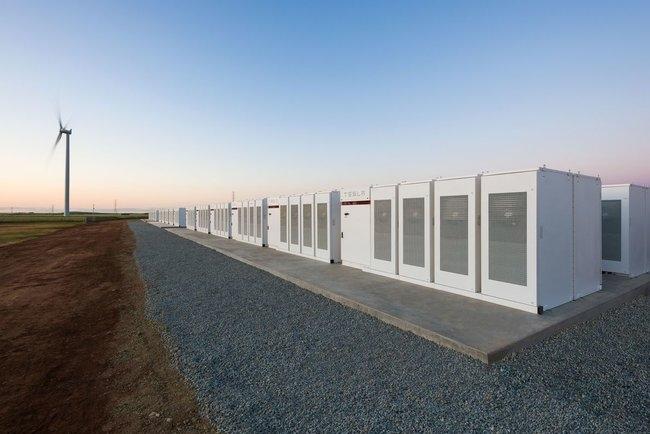 Tesla построила крупнейшую в мире батарею