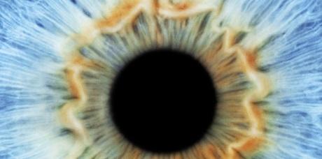 Искусственная радужка глаза может самостоятельно реагировать на свет