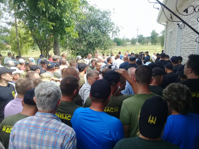 Пострадавшие от столкновений на ферме в Бережинке требуют отставки руководителя полиции Кировоградщины