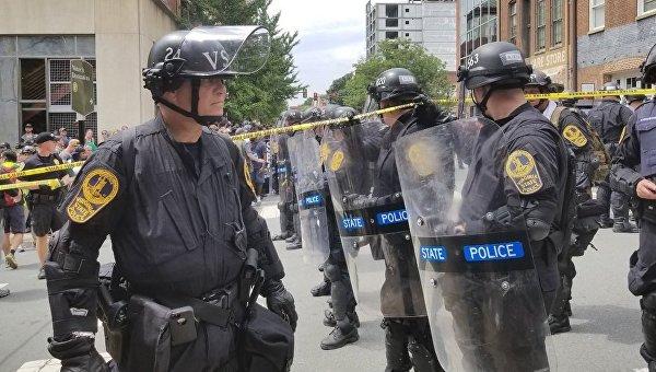 Власти сообщили о десятках пострадавших в столкновениях с ультраправыми в США