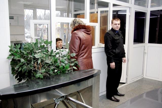 Киевский метрополитен вооружит работников резиновыми дубинками и газовыми баллончиками