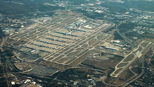 Самый загруженный в мире аэропорт обесточен, перестал принимать рейсы