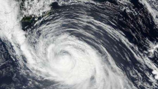 Побережье Японии атаковал мощный тайфун
