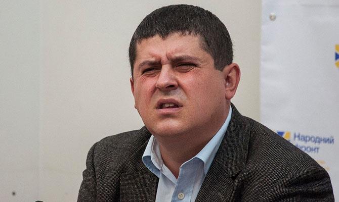 Глава фракции «Народный фронт» почти все переписал на жену и живет в гостинице