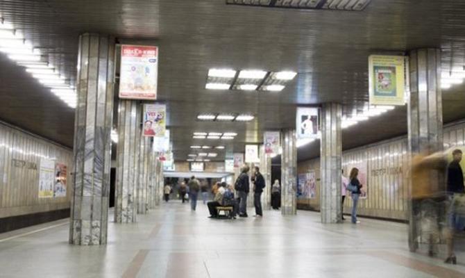 Взрывчатку в столичном метро не нашли, станции возобновили работу