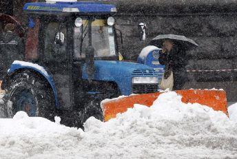 Київавтодор привів у готовність більше сотні одиниць снігоприбиральної техніки через мокрий сніг