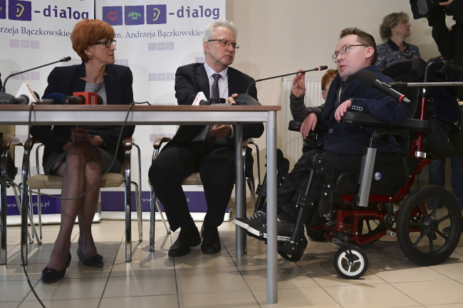 Уряд Польщі погодився збільшити допомогу для людей з інвалідністю