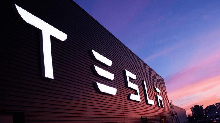 Tesla неожиданно уволила 400 руководителей из-за неэффективности