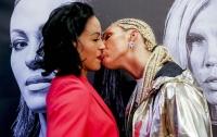 Чемпионка мира по боксу ответила на поцелуй нокаутом