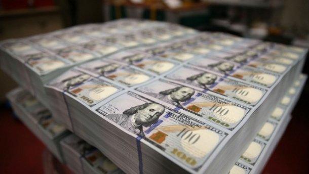 Нацбанк продає 100 мільйонів доларів