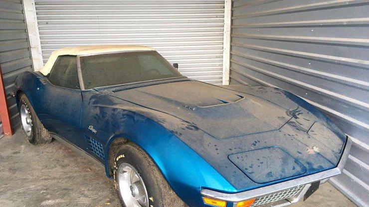 Chevrolet Corvette 45 лет простоял нетронутыми в гараже (фото)