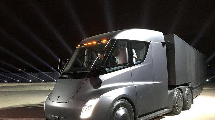Tesla Semi: появились фото и видео первого электрического грузовика