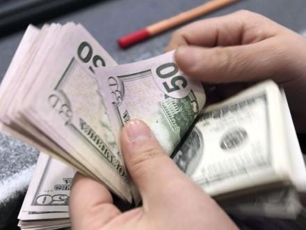 Объем продажи валюты на межбанке увеличился на 28,5 млн долл.