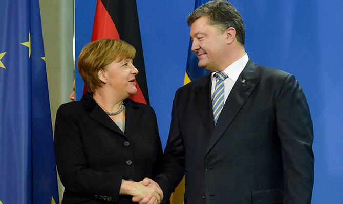 Порошенко поговорил по телефону с Меркель