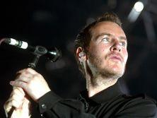 Ранее журналисты пришли к выводу, что художником Бэнкси может быть основатель группы Massive Attack Роберт Дель Ная