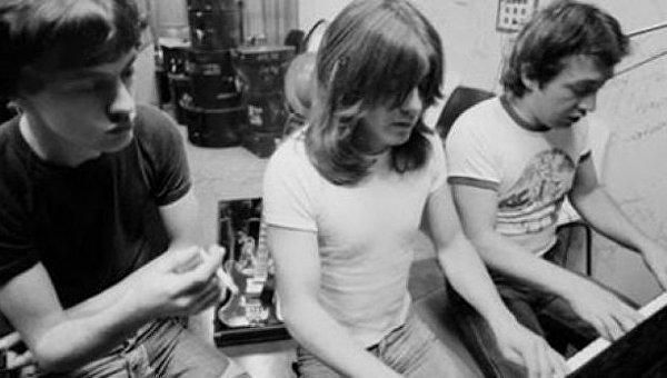 Скончался экс-участник AC/DC Джордж Янг