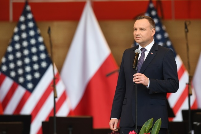 Polish president back home from US, delayed by plane fault: report
