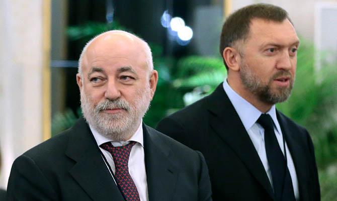 Минфин США сообщил о заморозке на Кипре счетов олигархов Дерипаски и Вексельберга