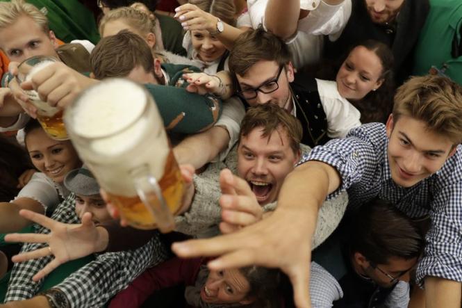 184-й фестиваль пива Октоберфест стартовал в Германии - ФОТО