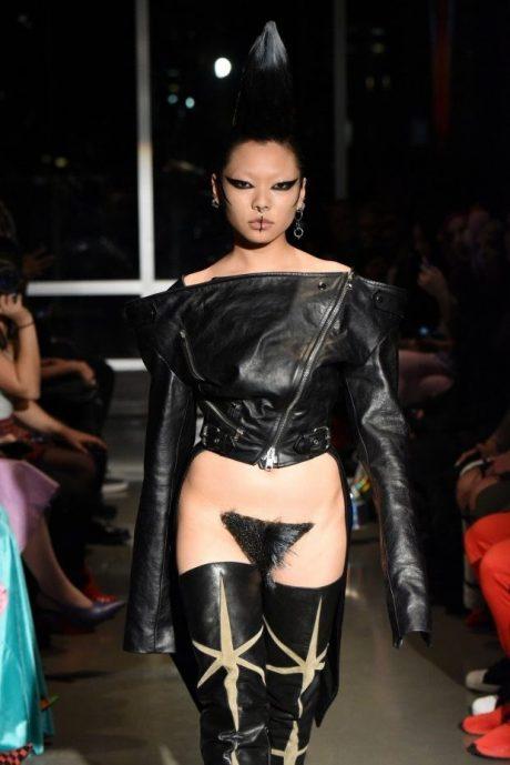 Безжалостная мода: Модный треш сезона - интимные парики (ФОТО)