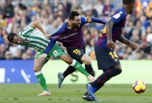 Барселона проиграла Бетиса в чемпионате Испании по футболу