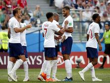 За сборную Англии забивали три человека