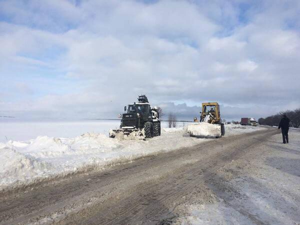 В Запорожской области из-за снегопада до утра ограничено движение крупногабаритного транспорта