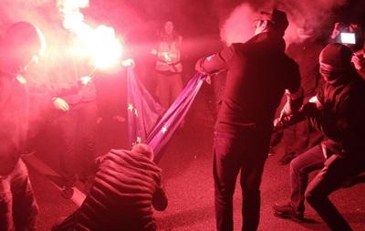 Поліція Варшави шукає причетних до спалення прапора ЄС