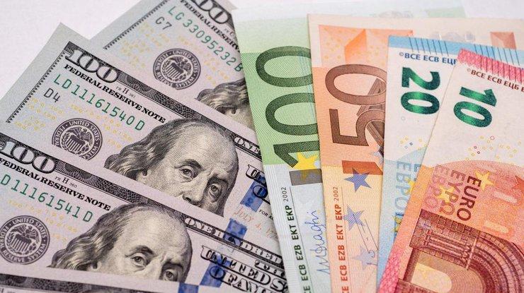 Курс евро в Украине продолжает снижаться