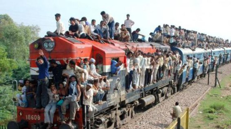В Индии запустили поезд на солнечных батареях