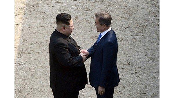 Давайте дружить странами. Глава КНДР предложил Мун Чжэ Ину чаще встречаться