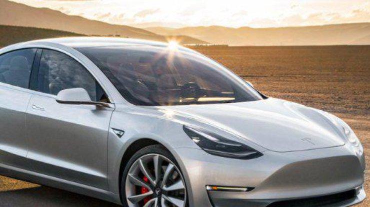 Разряженное авто Tesla смогло доехать до электростанции (видео)