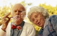 Женщины живут дольше мужчин по естественным причинам – ученые