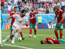 Матч Иран Марокко завершился неожиданным автоголом Буаддуза (лежит)
