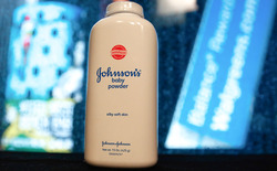 Жінка виграла $ 417 млн у Johnson & Johnson за позовом про захворювання на рак