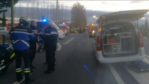 Поезд разорвал на части школьный автобус во Франции: есть жертвы
