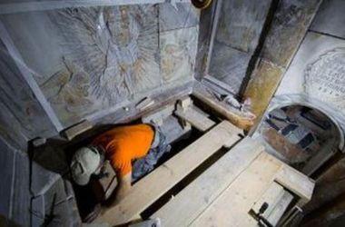 В РФ объяснили ситуацию с аномалиями при реставрации Гроба Господня