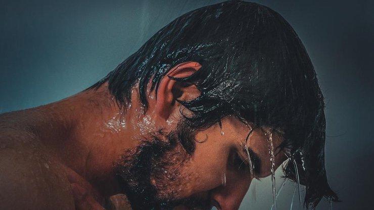 Почему нельзя засыпать с влажными волосами: основные причины
