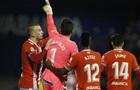 Вратарь испанского клуба в свой день рождения забил гол со своей половины поля