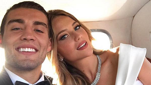 Ловкий пас: знаменитый игрок Реала тренирует жену на яхте
