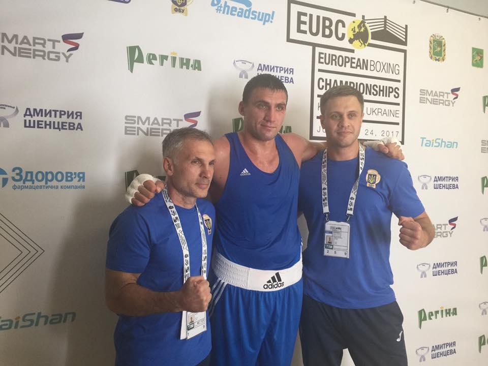 Украинец Выхрист победил россиянина Бабанина и вышел в финал ЧЕ по боксу вместе с еще тремя украинцами