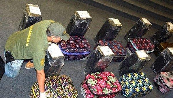 В школе посольства России в Аргентине обнаружены чемоданы с кокаином