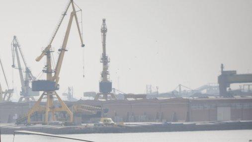 В Тунисе задержано судно с военной техникой из России