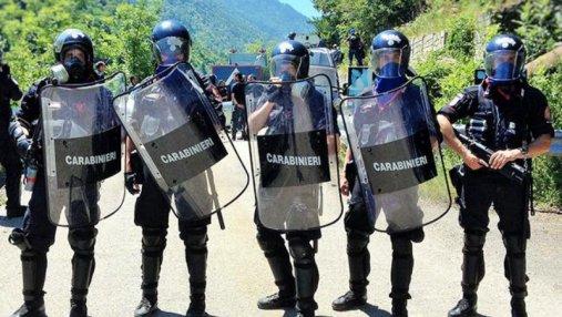 В Италии состоялись многотысячные митинги праворадикалов и антифашистов за неделю до выборов