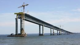 Оккупанты обещают через год открыть движение по Крымскому мосту