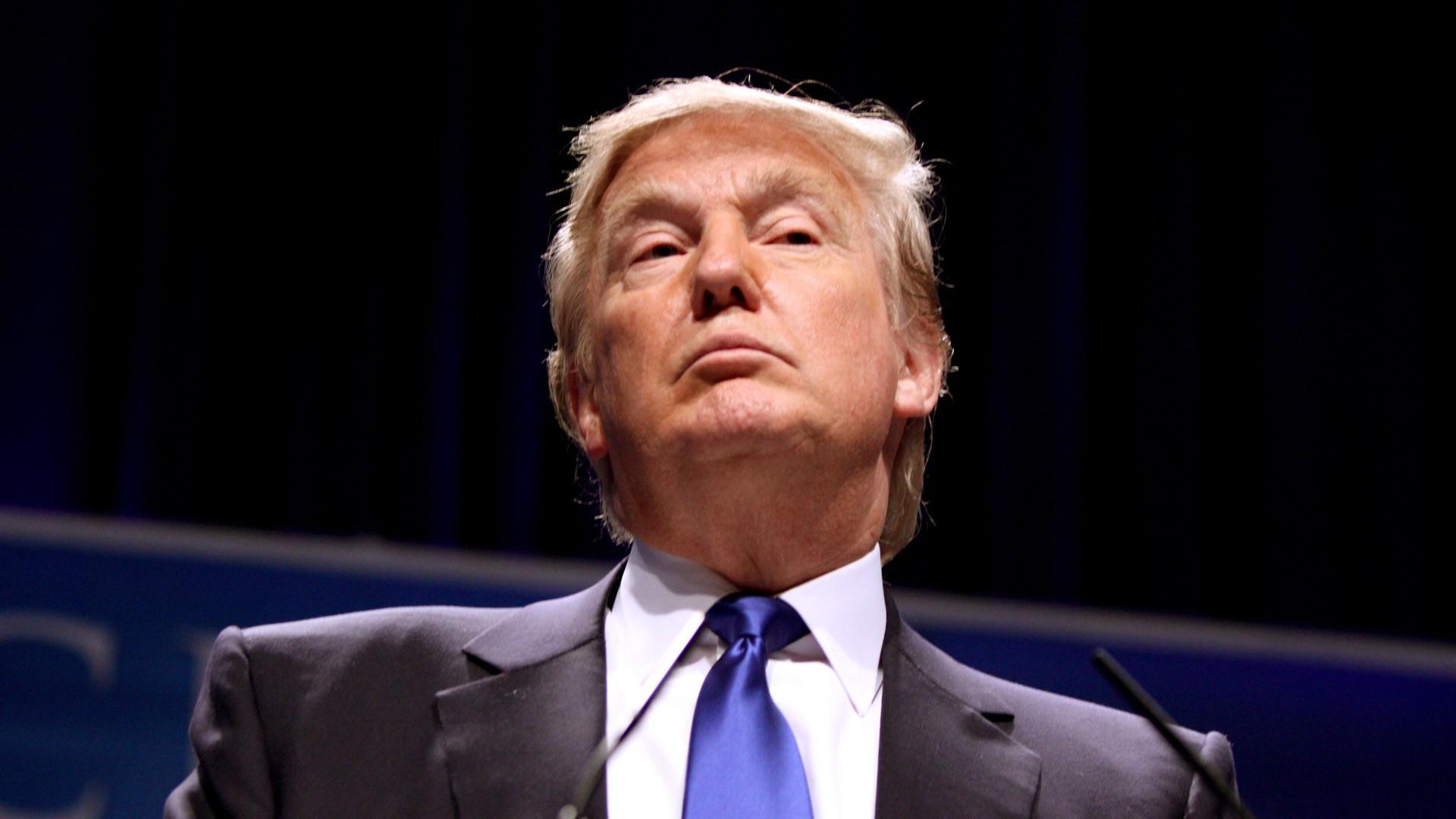 Суд частично отменил блокировку миграционного указа Трампа